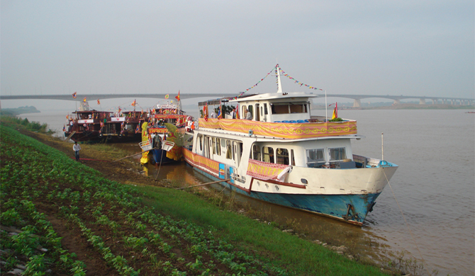 Hanoi Red river cruise 1 day